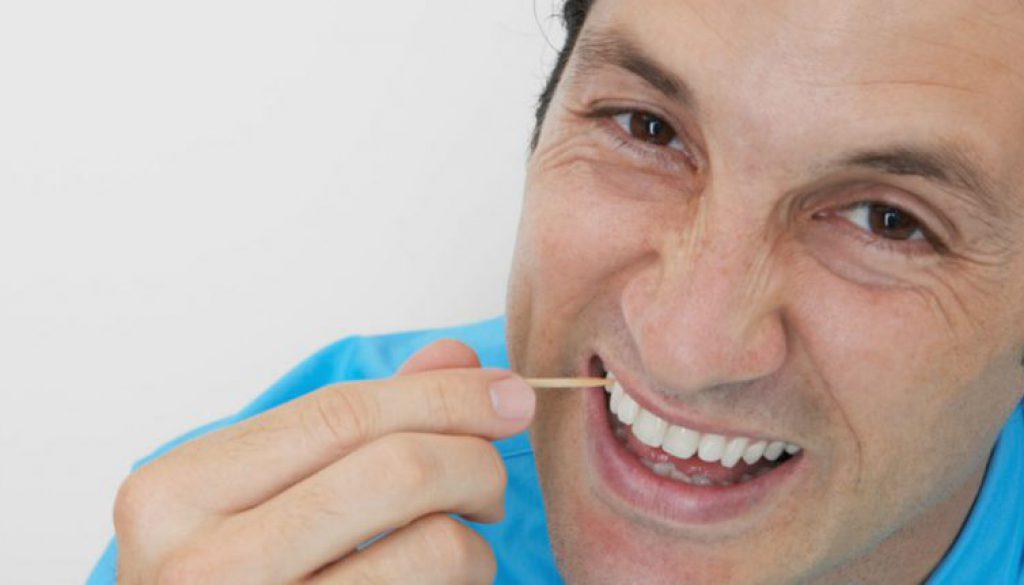 Malo para las encías usar palillos